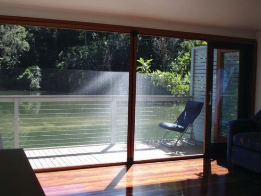 ฟิล์มกรองแสงติดบ้าน ฟิล์มกันร้อนติดบ้าน โดย เลคก้า